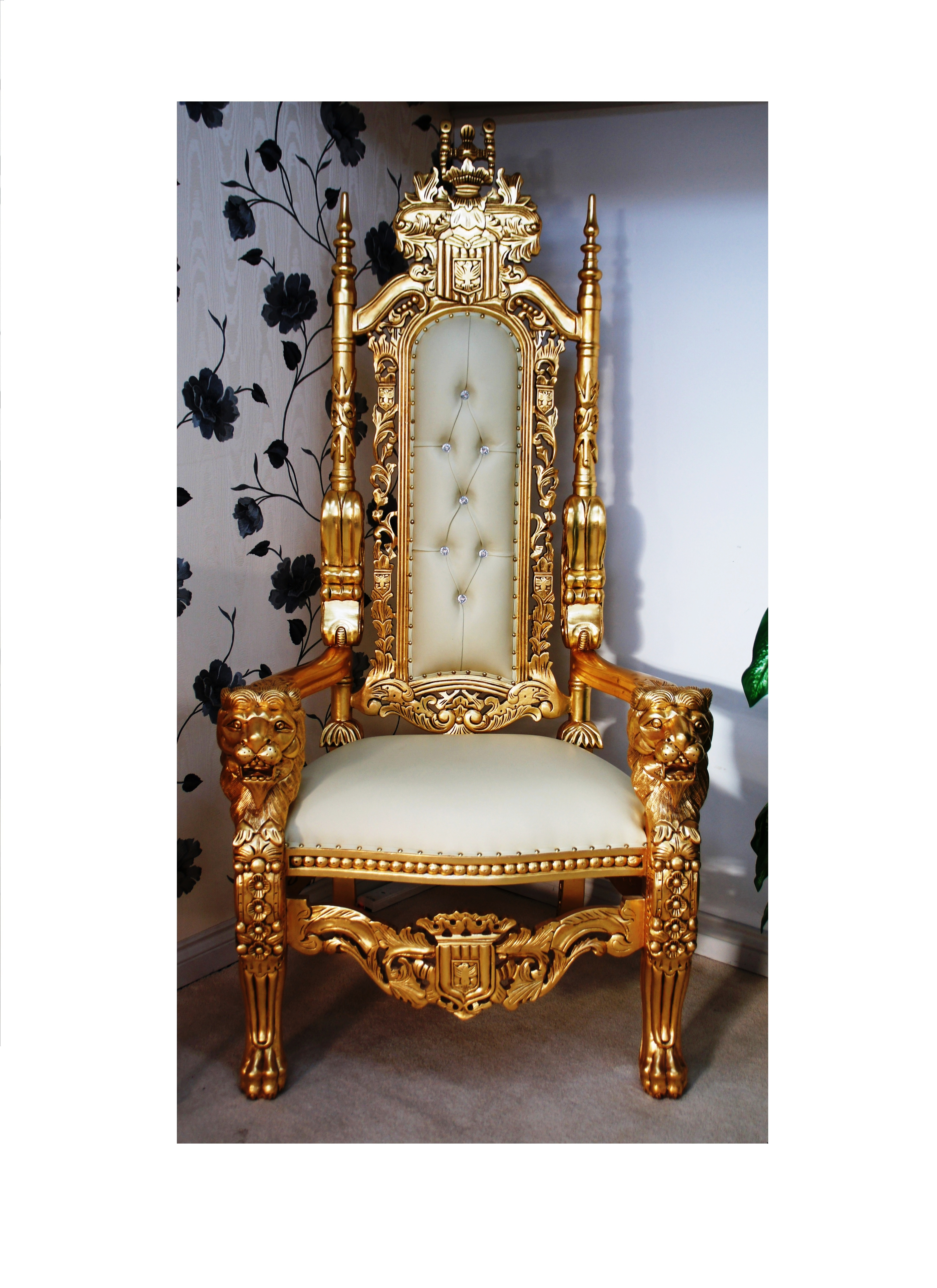 THRONE CHAIR WITH GOLD LION KING